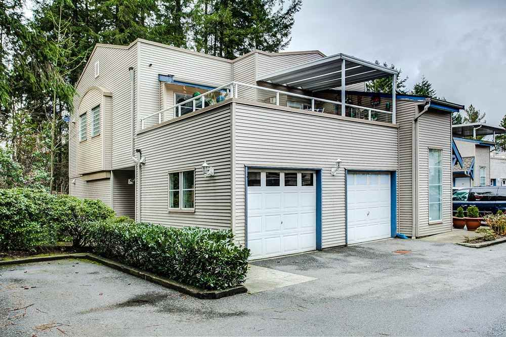 "Main Photo: 16 12449 191 Street in Pitt Meadows: Mid Meadows Townhouse for sale in ""WINDSOR CROSSING"" : MLS®# R2235735"