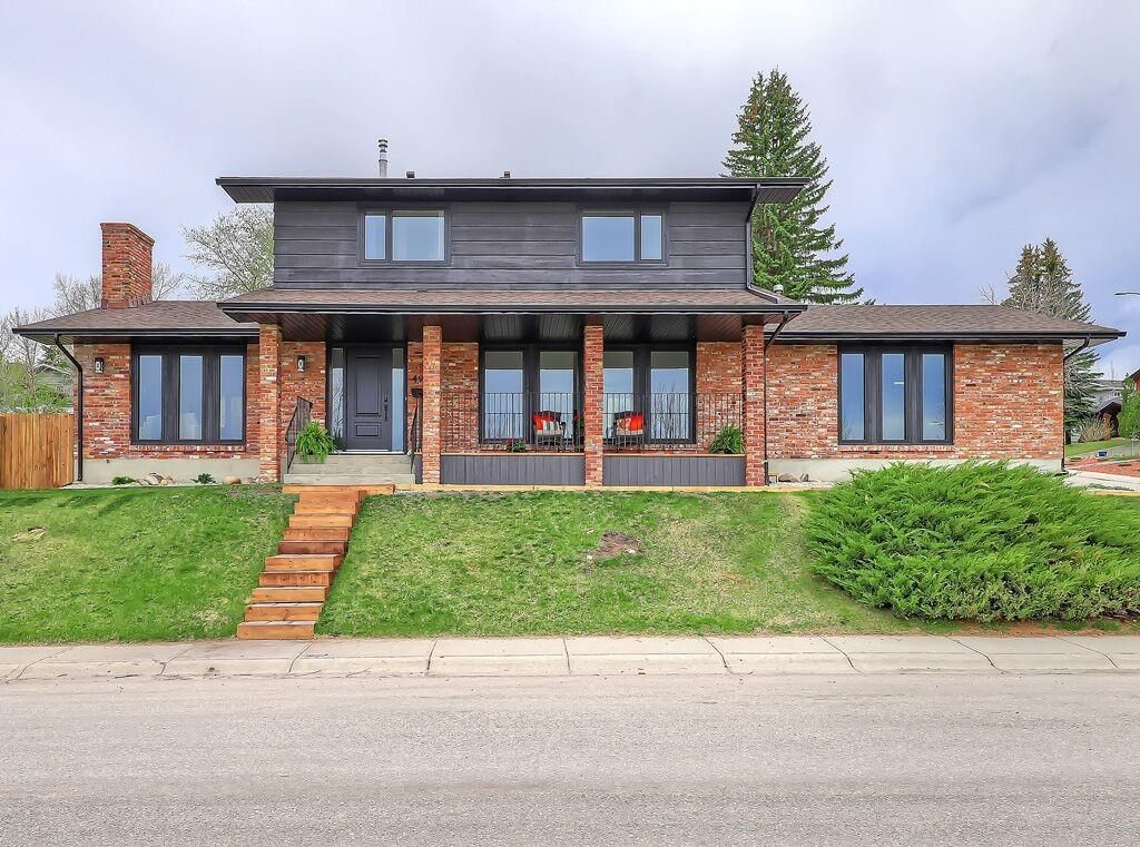Main Photo: 496 PARKRIDGE Crescent SE in Calgary: Parkland Detached for sale : MLS®# C4244862