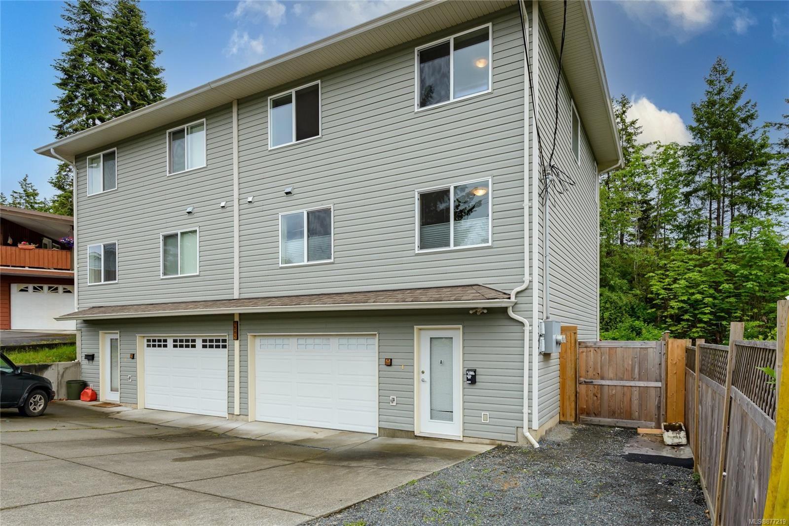 Main Photo: a 1585 Valley Cres in : CV Courtenay East Half Duplex for sale (Comox Valley)  : MLS®# 877219