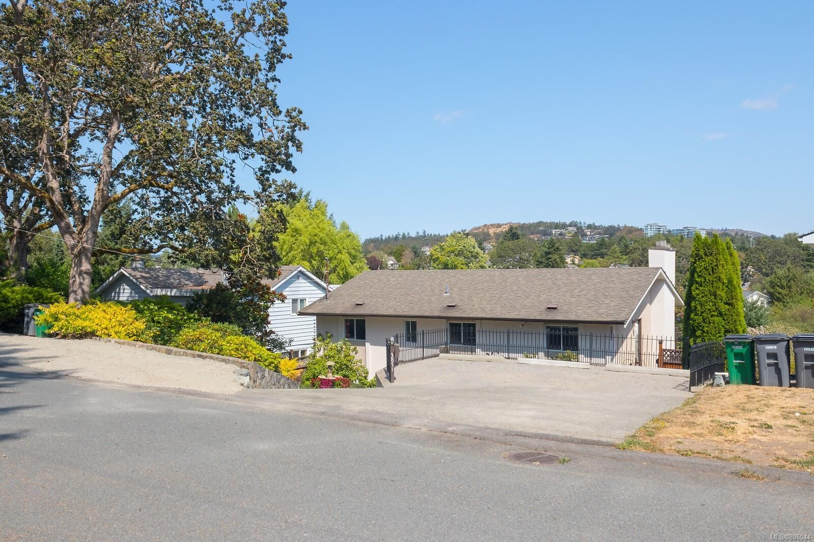 Main Photo: 3871 Rowland Rd in : SW Tillicum House for sale (Saanich West)  : MLS®# 886044