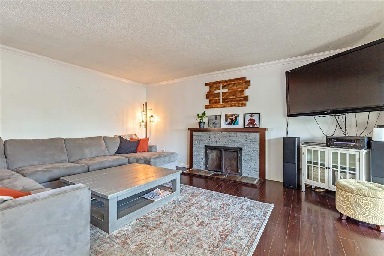 Photo 2: Photos: 8042 CEDAR Street in Mission: Mission BC House for sale : MLS®# R2579765