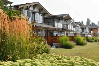 "Photo 4: 5901 BEACHGATE Lane in Sechelt: Sechelt District Townhouse for sale in ""Edgewater"" (Sunshine Coast)  : MLS®# R2524340"