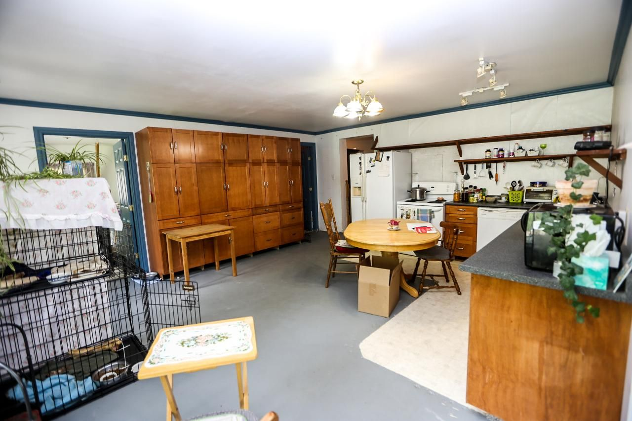 Photo 8: Photos: 8245 Edwards Road in Heffley Creek: HE House for sale (KA)  : MLS®# 157157