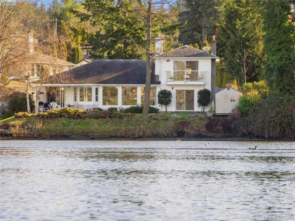 Main Photo: 916 Yarrow Pl in VICTORIA: Es Kinsmen Park House for sale (Esquimalt)  : MLS®# 780418