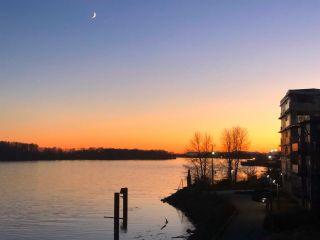 "Photo 1: 103 14200 RIVERPORT Way in Richmond: East Richmond Condo for sale in ""WATERSTONE PIER"" : MLS®# R2530786"