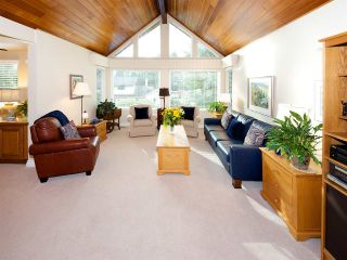 "Photo 3: 6545 HILLSIDE Crescent in Delta: Sunshine Hills Woods House for sale in ""Sunshine Hills"" (N. Delta)  : MLS®# R2042303"