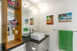 """Photo 18: 1805 33 SMITHE Street in Vancouver: Yaletown Condo for sale in """"COOPERS LOOKOUT"""" (Vancouver West)  : MLS®# R2205849"""