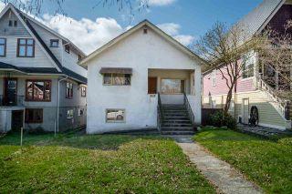 "Photo 2: 2142 NAPIER Street in Vancouver: Grandview Woodland House for sale in ""Grandview Woodland"" (Vancouver East)  : MLS®# R2450268"