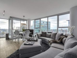 Photo 3: PH 3001 131 REGIMENT Square in Vancouver: Downtown VW Condo for sale (Vancouver West)  : MLS®# R2119062