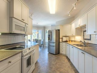 Photo 3: 304 9870 Second St in : Si Sidney North-East Condo for sale (Sidney)  : MLS®# 872135
