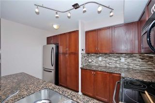 Photo 11: 812 340 W Watson Street in Whitby: Port Whitby Condo for sale : MLS®# E3365946