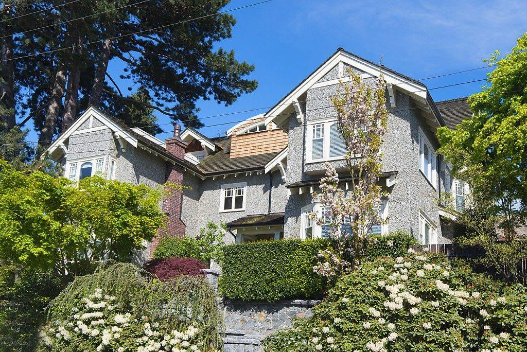 Main Photo: 1720 TRAFALGAR Street in Vancouver: Kitsilano 1/2 Duplex for sale (Vancouver West)  : MLS®# R2178685