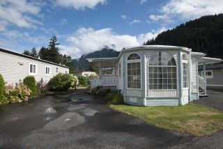 """Photo 1: 20 62780 FLOOD HOPE Road in Hope: Hope Center Manufactured Home for sale in """"LISMORE SENIORS COMMUNITY"""" : MLS®# R2206805"""