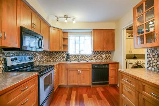 "Photo 2: 6191 E GREENSIDE Drive in Surrey: Cloverdale BC Townhouse for sale in ""GREENSIDE"" (Cloverdale)  : MLS®# R2225594"