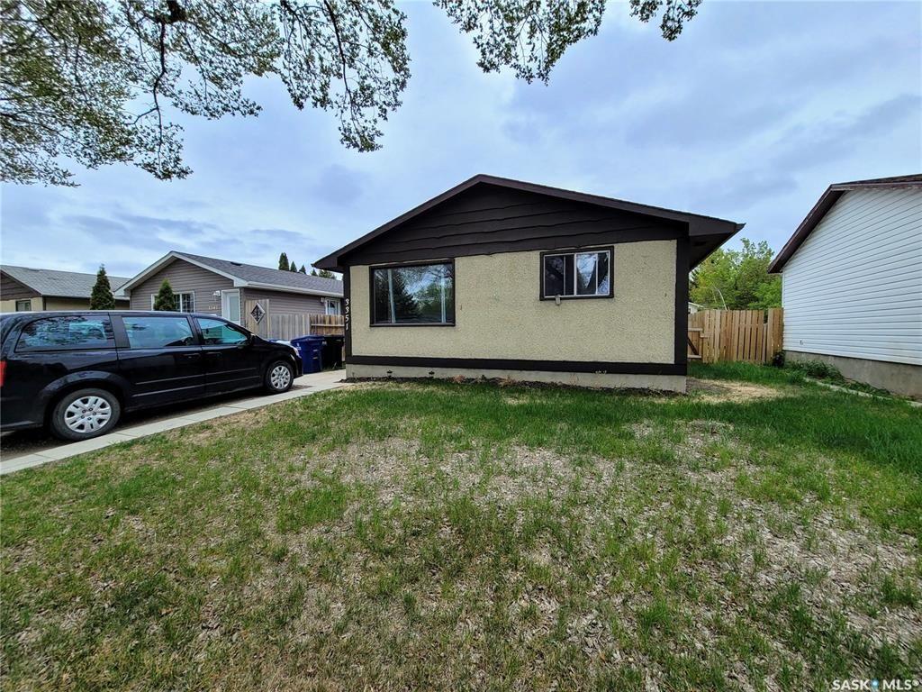 Main Photo: 3351 John A. Macdonald Road in Saskatoon: Confederation Park Residential for sale : MLS®# SK855939
