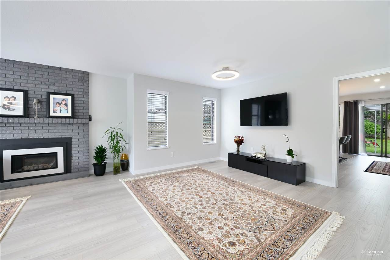 Photo 5: Photos: 15423 93 Avenue in Surrey: Fleetwood Tynehead House for sale : MLS®# R2488101