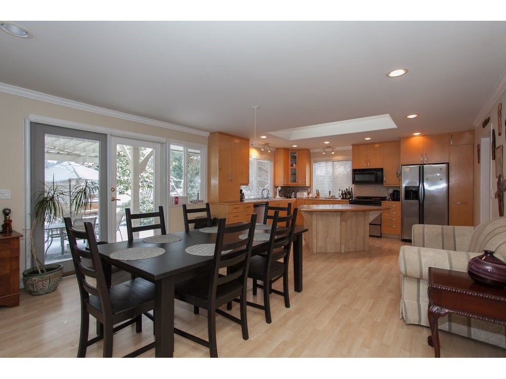 "Photo 5: Photos: 25125 57 Avenue in Langley: Salmon River House for sale in ""Strawberry Hills"" : MLS®# R2136212"