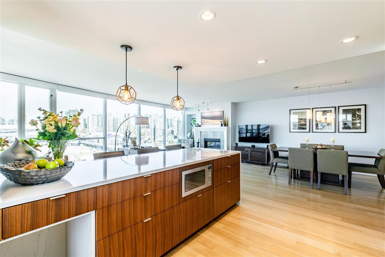 """Photo 12: Photos: 1605 120 MILROSS Avenue in Vancouver: Downtown VE Condo for sale in """"THE BRIGHTON BY BOSA"""" (Vancouver East)  : MLS®# R2568798"""