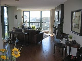"""Photo 7: 2005 289 DRAKE Street in Vancouver: Downtown VW Condo for sale in """"PARKVIEW TOWER"""" (Vancouver West)  : MLS®# V661632"""