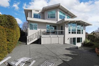 Photo 2: 135 Beach Dr in : CV Comox (Town of) House for sale (Comox Valley)  : MLS®# 869336