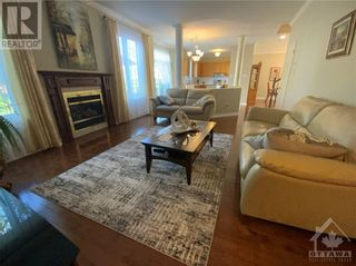 Photo 14: 22 GREATWOOD CRESCENT in Ottawa: House for sale : MLS®# 1258576
