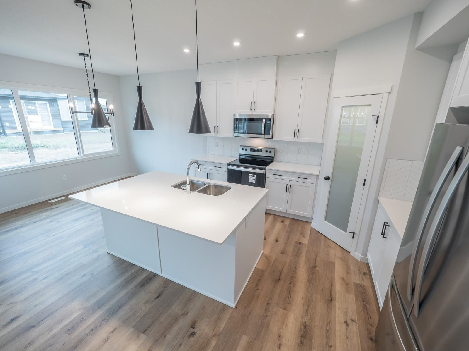 Main Photo: 20031 29 Avenue in Edmonton: Zone 57 House for sale : MLS®# E4257169