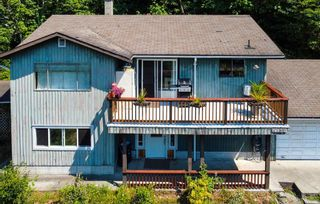 Photo 2: 4731 SINCLAIR BAY Road in Garden Bay: Pender Harbour Egmont House for sale (Sunshine Coast)  : MLS®# R2600451