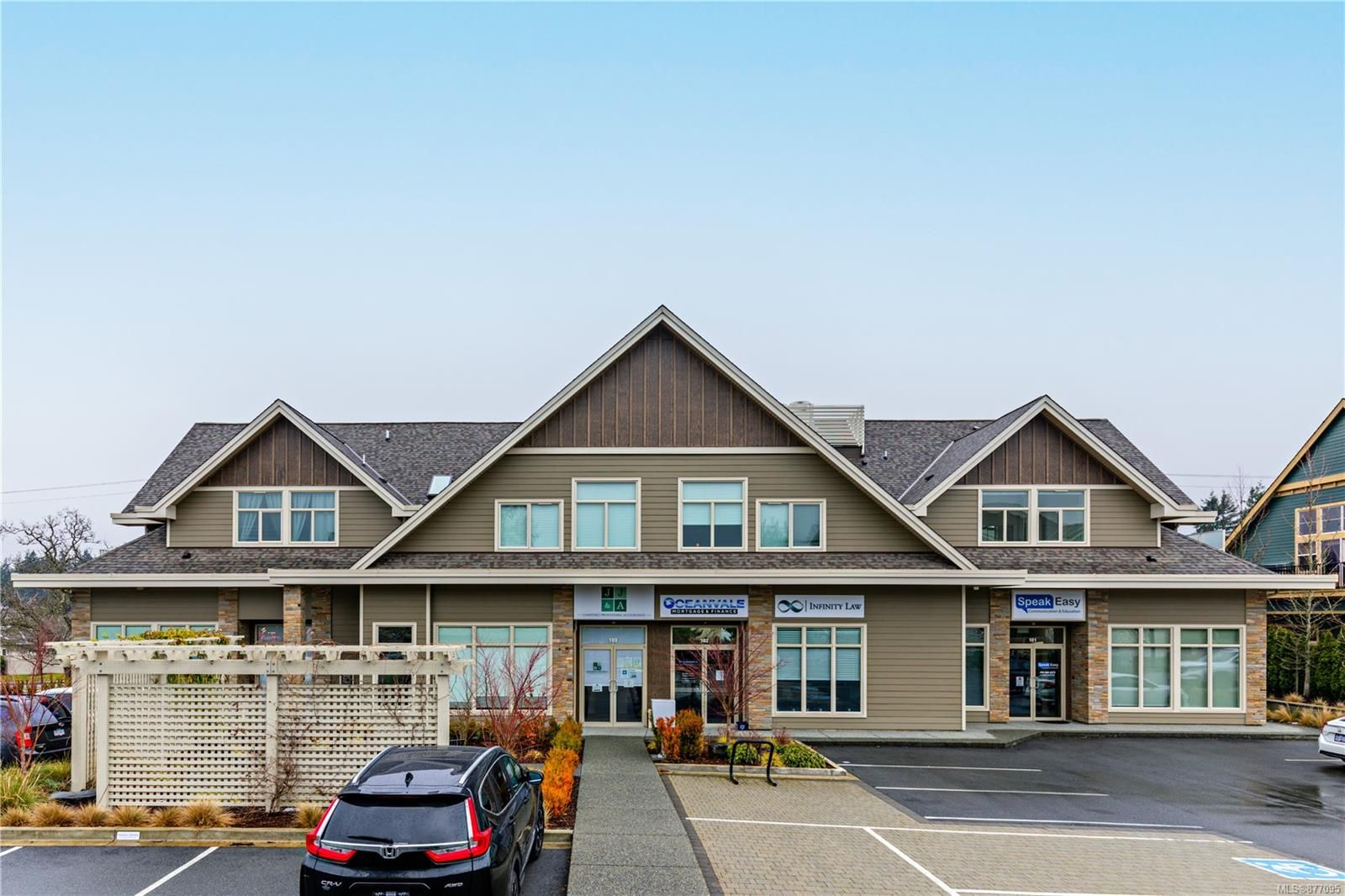Main Photo: 206 4535 Uplands Dr in : Na Uplands Condo for sale (Nanaimo)  : MLS®# 877095