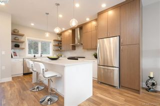 Photo 1: 11 4355 Viewmont Ave in VICTORIA: SW Royal Oak Row/Townhouse for sale (Saanich West)  : MLS®# 830246