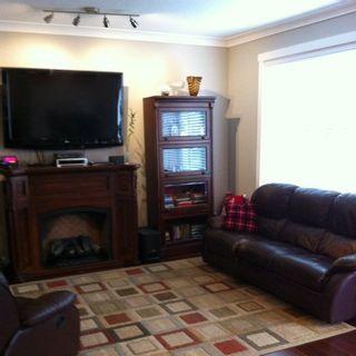 "Photo 2: 11 11384 BURNETT Street in Maple Ridge: East Central Townhouse for sale in ""MAPLE CREEK ESTATES"" : MLS®# R2256062"