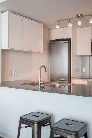 "Photo 15: 1201 233 ROBSON Street in Vancouver: Downtown VW Condo for sale in ""TV Towers 2"" (Vancouver West)  : MLS®# R2562726"
