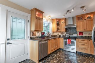 Photo 2: 1063 Springbok Rd in : CR Campbell River Central House for sale (Campbell River)  : MLS®# 856480