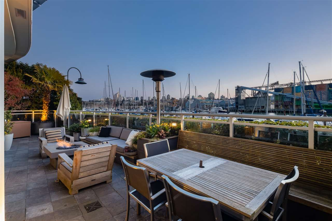 """Main Photo: 626 KINGHORNE Mews in Vancouver: Yaletown Townhouse for sale in """"Silver Sea"""" (Vancouver West)  : MLS®# R2575284"""