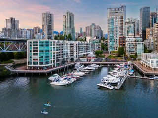 Photo 1: 1402 1000 BEACH AVENUE in Vancouver: Yaletown Condo for sale (Vancouver West)  : MLS®# R2619281