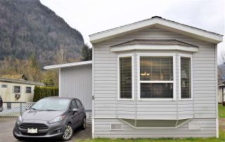 Photo 1: 5 62010 FLOOD HOPE Road in Hope: Hope Center Manufactured Home for sale : MLS®# R2551345