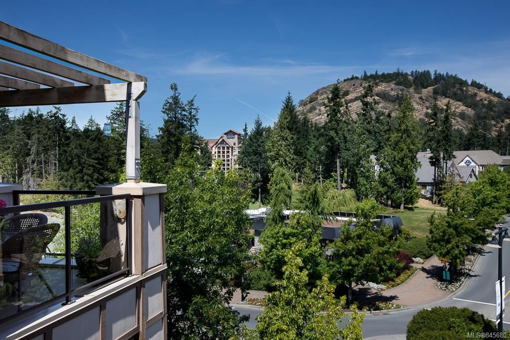 Main Photo: 407 1335 Bear Mountain Pkwy in : La Bear Mountain Condo for sale (Langford)  : MLS®# 845680