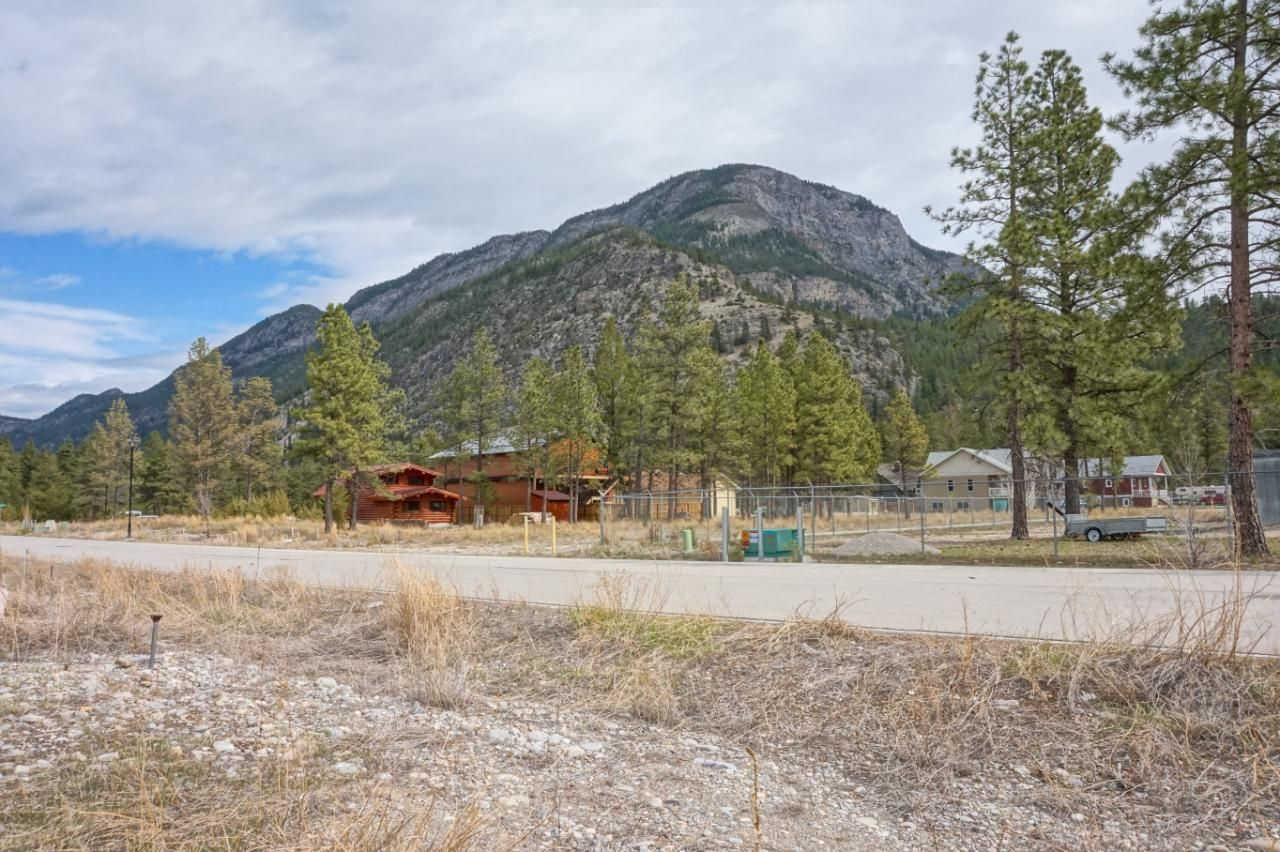Main Photo: 8785 MOUNTAIN VIEW STREET in Canal Flats: Vacant Land for sale : MLS®# 2458354