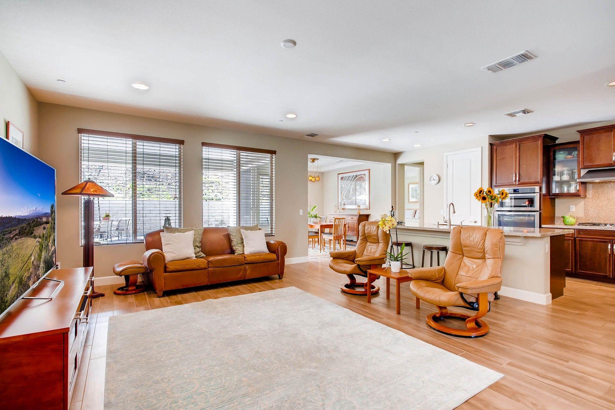 Photo 4: Photos: Residential for sale : 5 bedrooms : 443 Machado Way in Vista