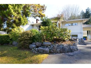 "Main Photo: 2980 THORNCLIFFE Drive in North Vancouver: Edgemont House for sale in ""EDGEMONT VILLAGE"" : MLS®# V1051836"