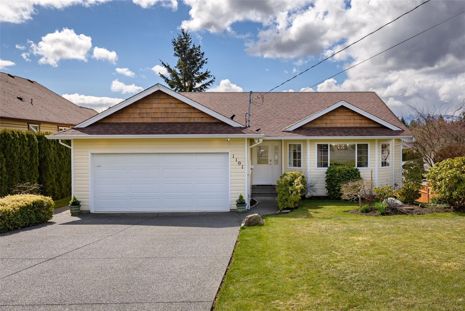 Main Photo: 1191 Thorpe Ave in : CV Courtenay East House for sale (Comox Valley)  : MLS®# 871618