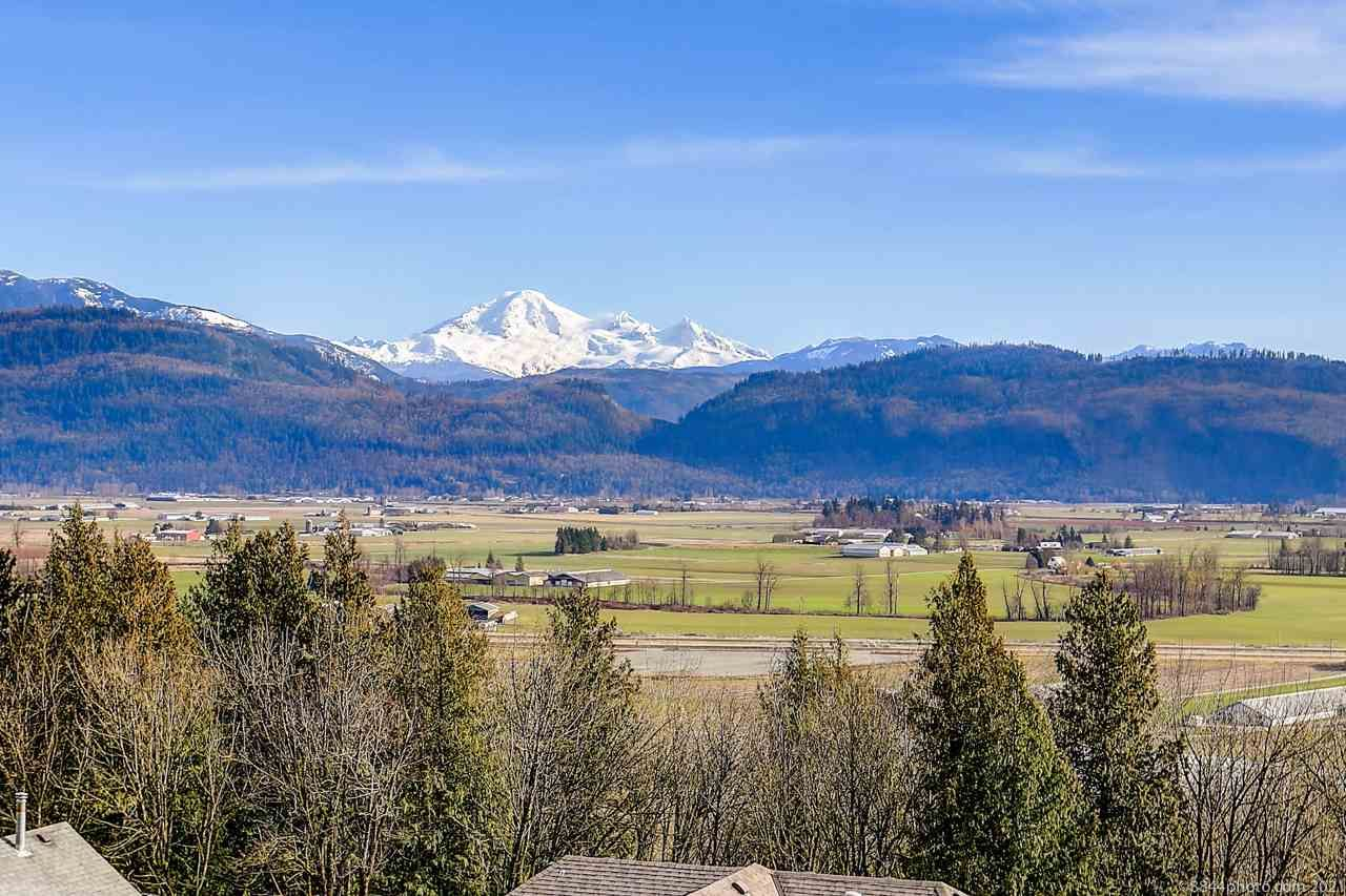 Main Photo: 36412 CARNARVON Court: House for sale in Abbotsford: MLS®# R2544277