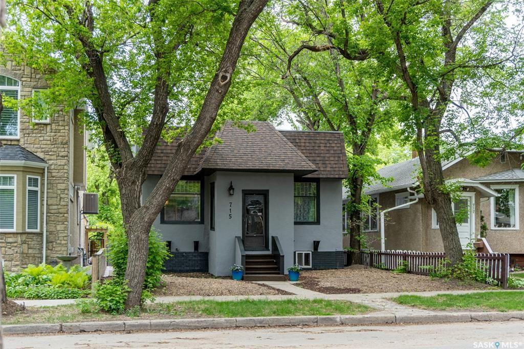 Main Photo: 715 8th Avenue in Saskatoon: City Park Residential for sale : MLS®# SK872049