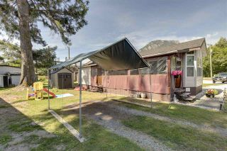 """Photo 4: 27 40022 GOVERNMENT Road in Squamish: Garibaldi Estates Manufactured Home for sale in """"Angelo's Trailer Park"""" : MLS®# R2379111"""