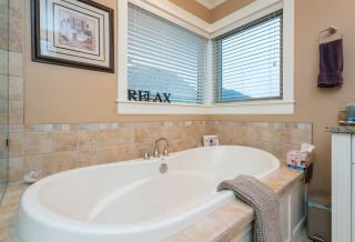 """Photo 10: 35832 TREETOP Drive in Abbotsford: Abbotsford East House for sale in """"Highlands"""" : MLS®# R2236757"""