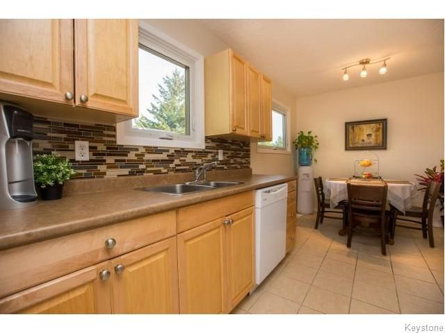 Photo 5: Photos: 9 Rillwillow Place in Winnipeg: Meadowood Residential for sale (2E)  : MLS®# 1623703