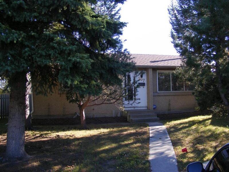 FEATURED LISTING: 207 PINECLIFF Way Northeast Calgary