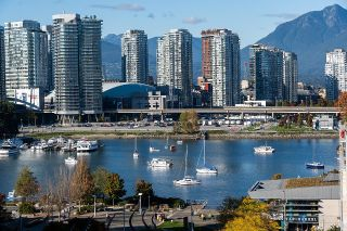 """Photo 3: 1103 88 W 1ST Avenue in Vancouver: False Creek Condo for sale in """"THE ONE"""" (Vancouver West)  : MLS®# R2624687"""