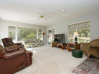 Photo 2: 1790 Fairfax Pl in NORTH SAANICH: NS Dean Park House for sale (North Saanich)  : MLS®# 810796