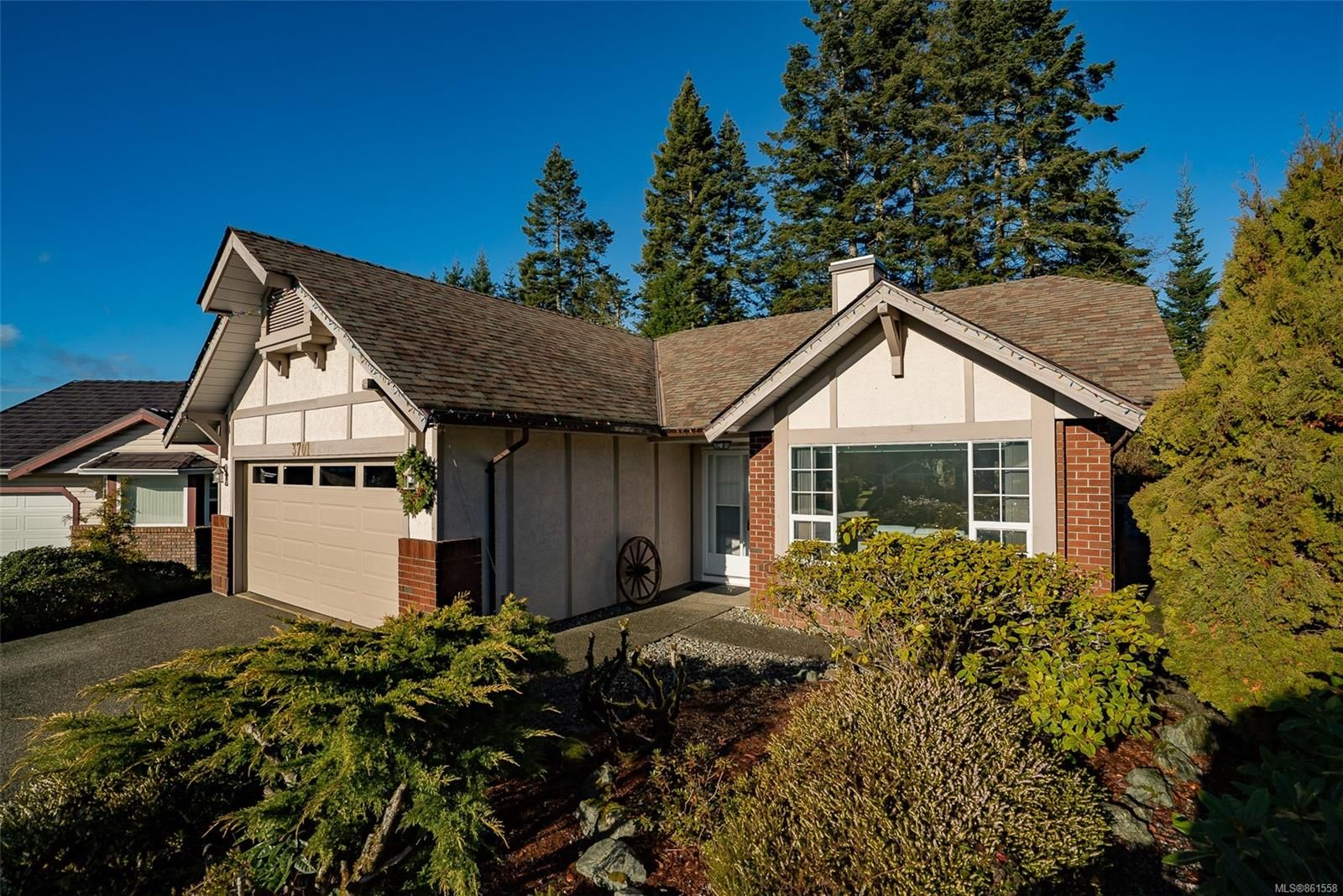 Main Photo: 3701 N Arbutus Dr in : ML Cobble Hill House for sale (Malahat & Area)  : MLS®# 861558