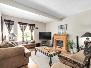 Photo 2: 1875 LILAC DRIVE in Surrey: King George Corridor Townhouse for sale (South Surrey White Rock)  : MLS®# R2144648